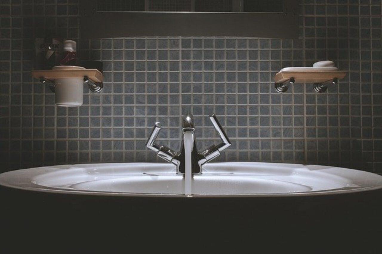 Zabezpieczenie mebli łazienkowych przed wilgocią